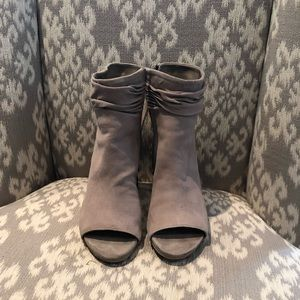 Kenneth Cole Reaction open toed booties
